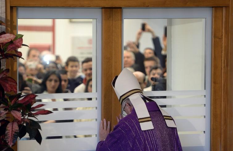 Roma, 18 dicembre: Papa Francesco apre la Porta Santa della Carità