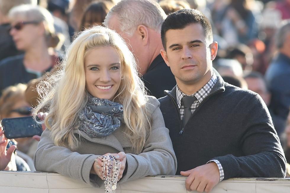 Piazza San Pietro, 19 ottobre 2016: Udienza generale Papa Francesco - coppia giovane
