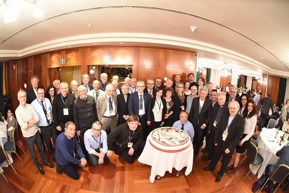 Roma, 24-26 novembre 2016: Federazione Italiana Settimanali Cattolici, XVIII assemblea elettiva nel 50° anniversario di fondazione - gruppo torta