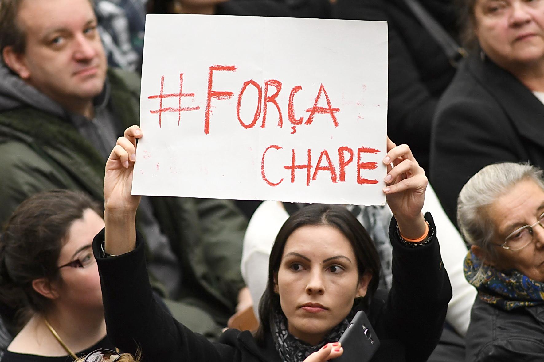 Aula Paolo VI, 30 novembre 2016: Udienza generale Papa Francesco - cartello per disastro squadra Brasile Chapecoense