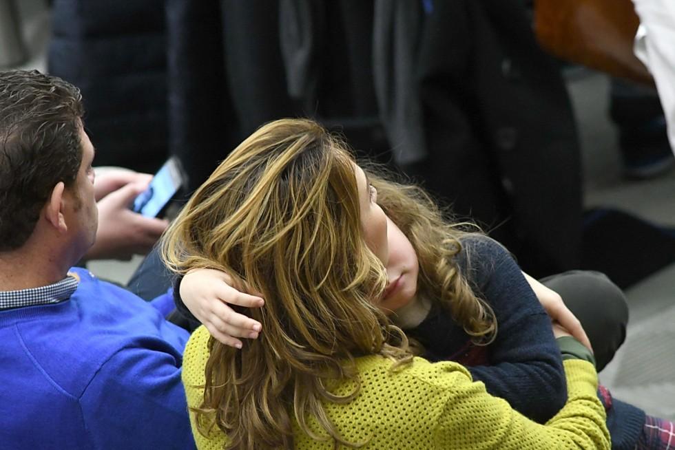 Aula Paolo VI, 7 dicembre 2016: Udienza generale Papa Francesco - mamma con bambina in braccio