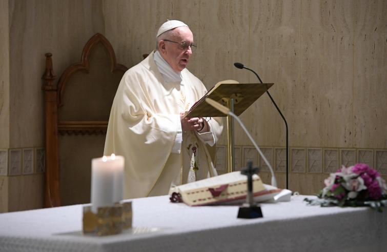 Risultati immagini per papa francesco in santa marta