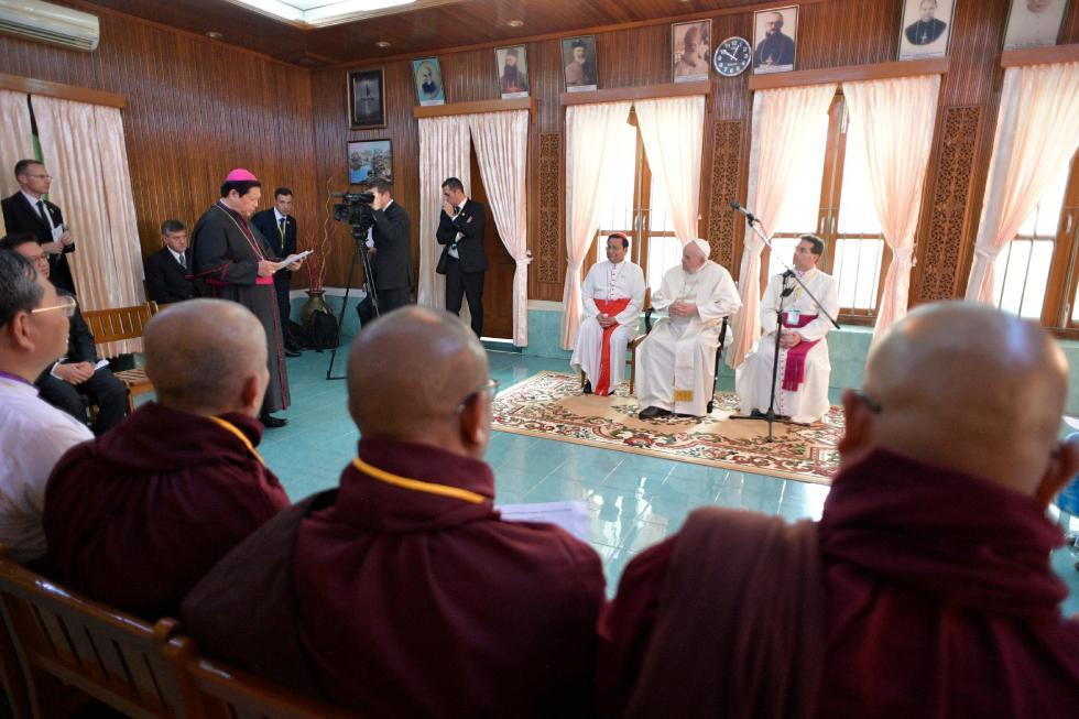 Yangon, 28 novembre: Viaggio Apostolico in Myanmar e Bangladesh (26/11 – 2/12), Papa Francesco incontra in Arcivescovado i leader religiosi del Myanmar