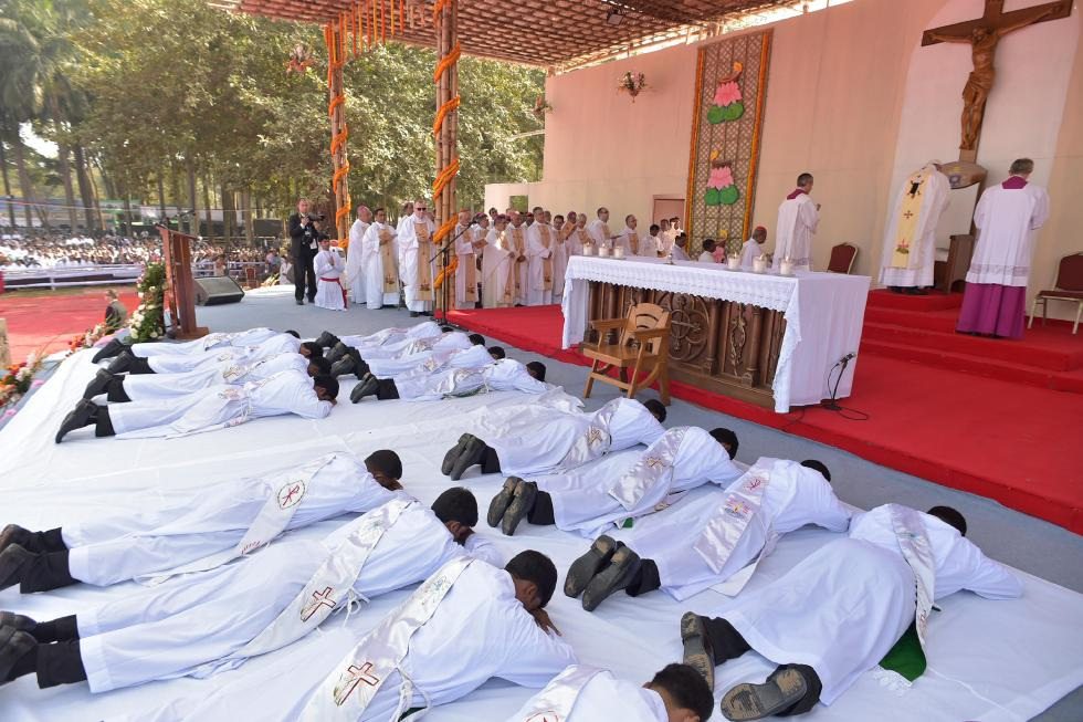 Dhaka, 1 dicembre: Viaggio Apostolico di Papa Francesco in Myanmar e Bangladesh (26/11 – 2/12), Santa Messa e Ordinazione presbiterale nel Suhrawardy Udyan Park