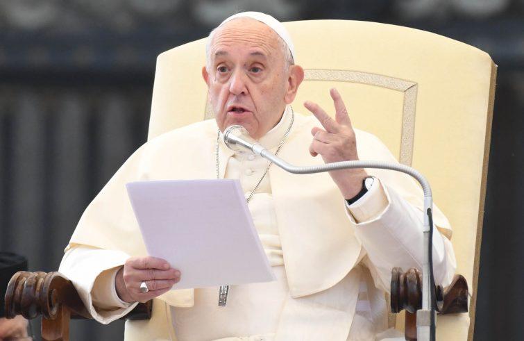 """Papa Francesco: a penalisti, """"contrastare idolatria del mercato, reclusioni di massa, torture e affollamento delle prigioni"""" - Servizio Informazione Religiosa"""